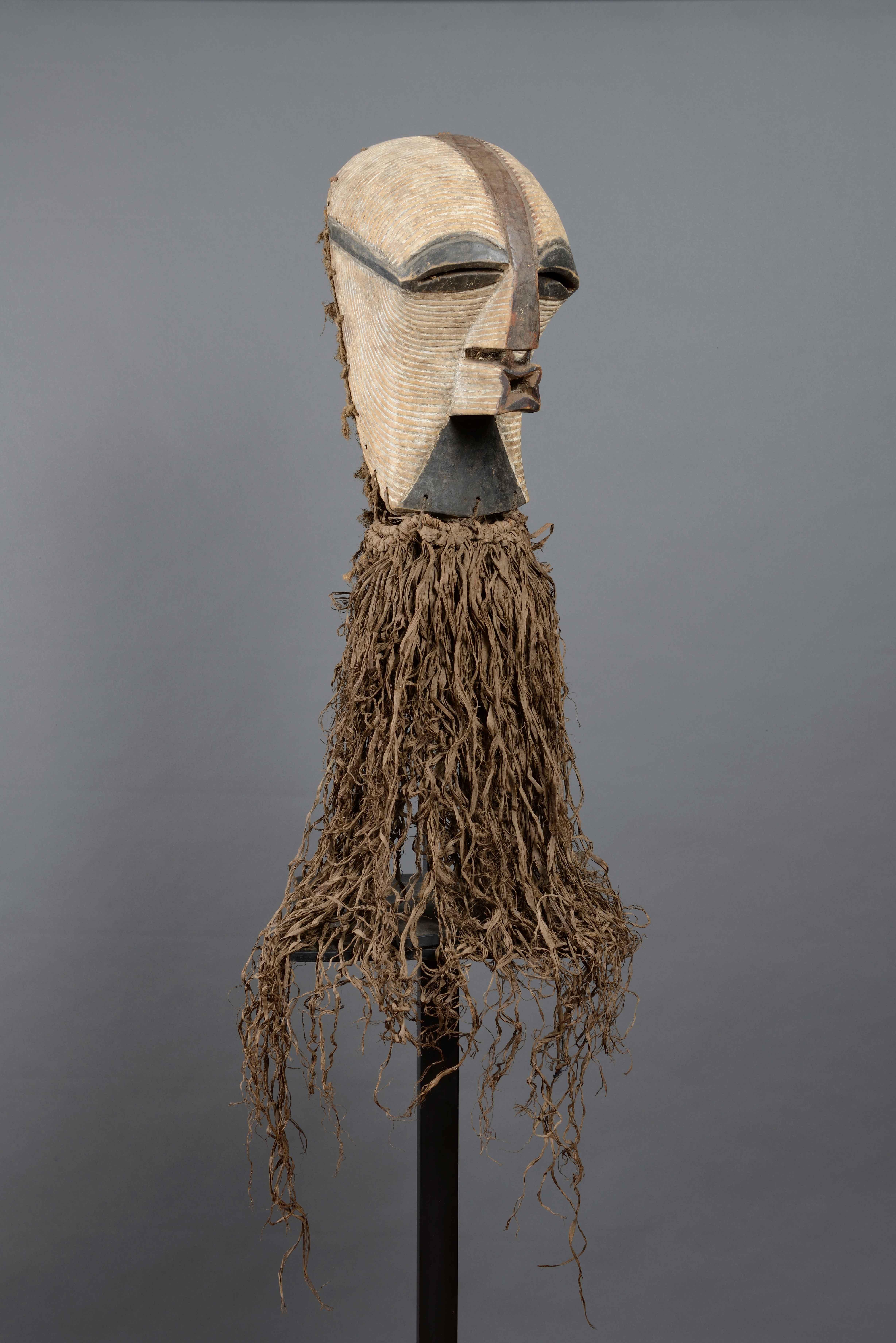 Máscara femenina Kifwebe - Cultura songye.
