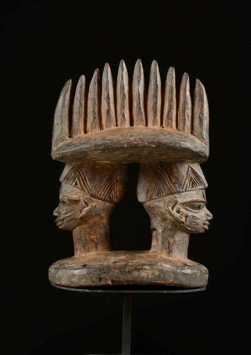 Tocado-cimera mágico religioso (culto a los antepasados) Cultura yoruba (Nigeria)